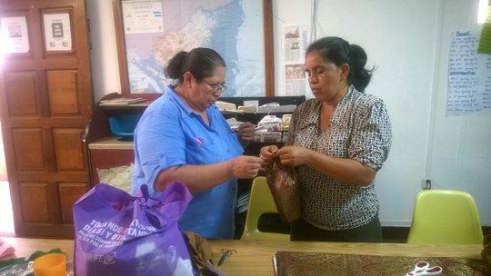 Petronila explains the steps to follow