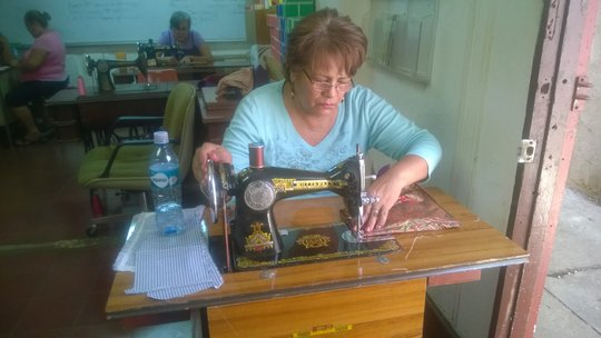 Leonor making her first bag