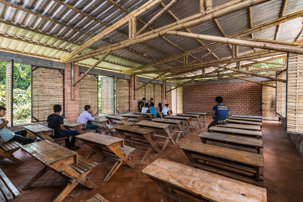 Productive Rural School: education and autonomy