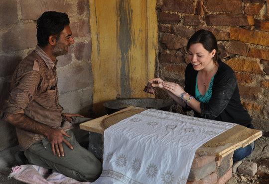 Kari learns batik at KRV workshop