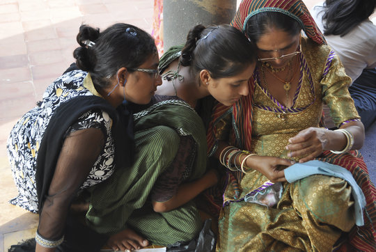 Women learn traditions from graduate mentors