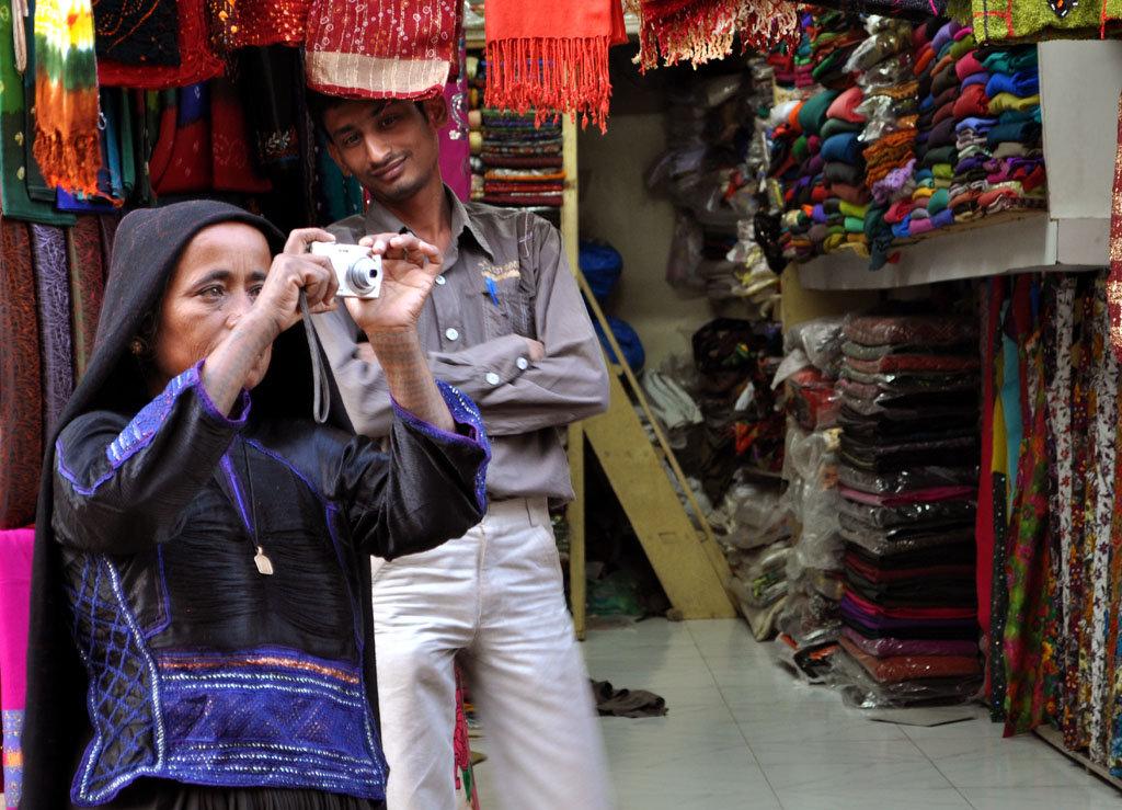 Jivaben documents Bhuj bazaar