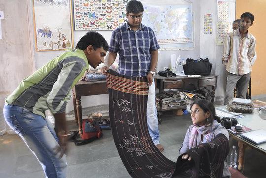 Suresh shows tangalio weaving