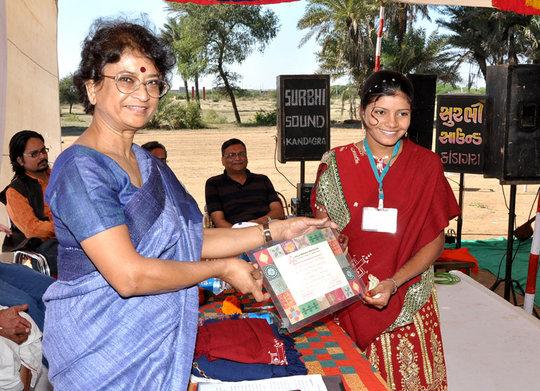 Hinaben earns her certificate