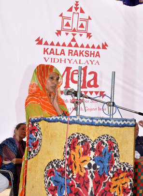 Hariyaben addresses the audience