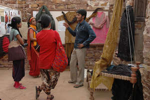 Raju presents his collection to Srishti students