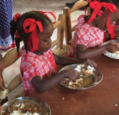 Jeanjean Kindergarten girl enjoying Chili Kabrit