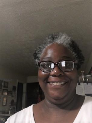 Kentucky resident wearing her New Eyes glasses