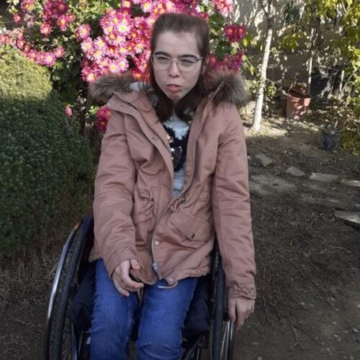 Meet Narcisa, a young woman who loves life!