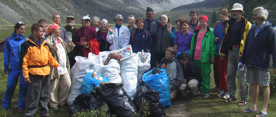 International crew from 2006 clean-up