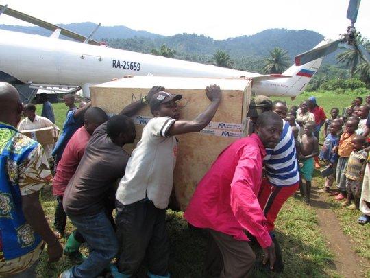 Volunteers in Ntoto transport medical equipment