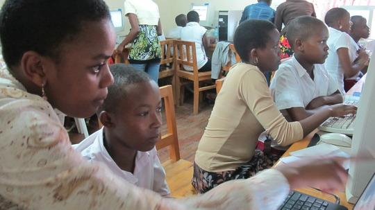 Kisa Scholars In the Lab