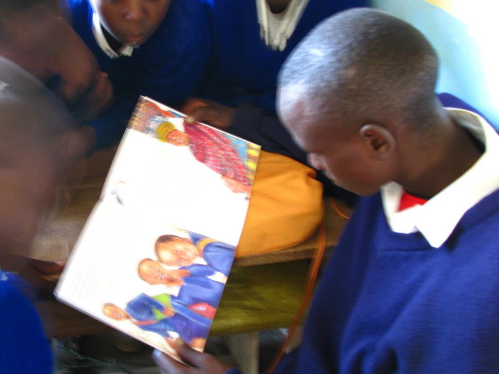 Losinoni student reads children