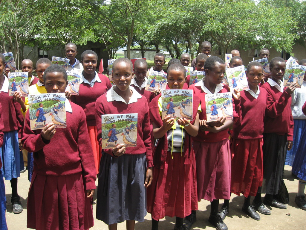 Losinoni Students Reading Books