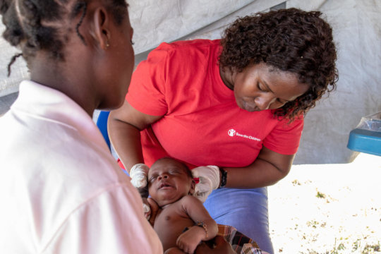 Save the Children Emergency Health Unit in action