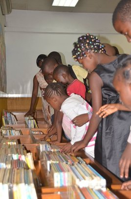 Browsing books at the Centre