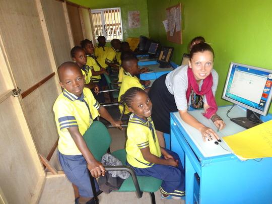 Volunteer teacher & computer literacy for kids
