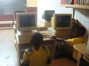Kids in computer room 1