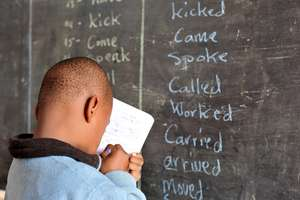 A visually-impaired student learning English