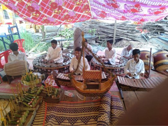 Kamsoth perform khmer music instrument at Kathien