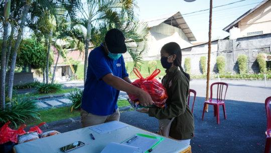 Food package distribution in Sanur