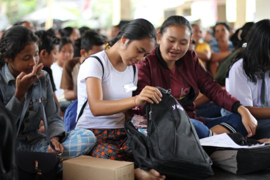 Sponsored students during the distribution event