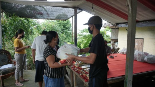 Food package distribution in Karangasem