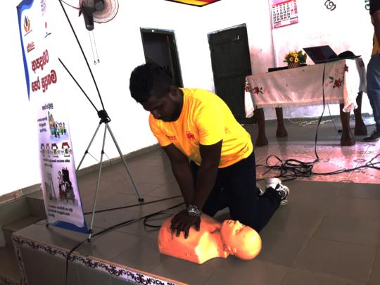 SL Life Saving demonstrating CPR