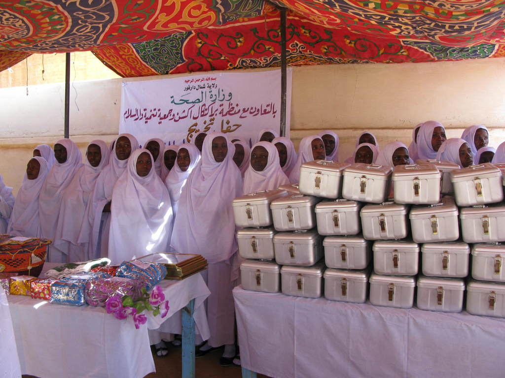 Graduating midwives receive their kits