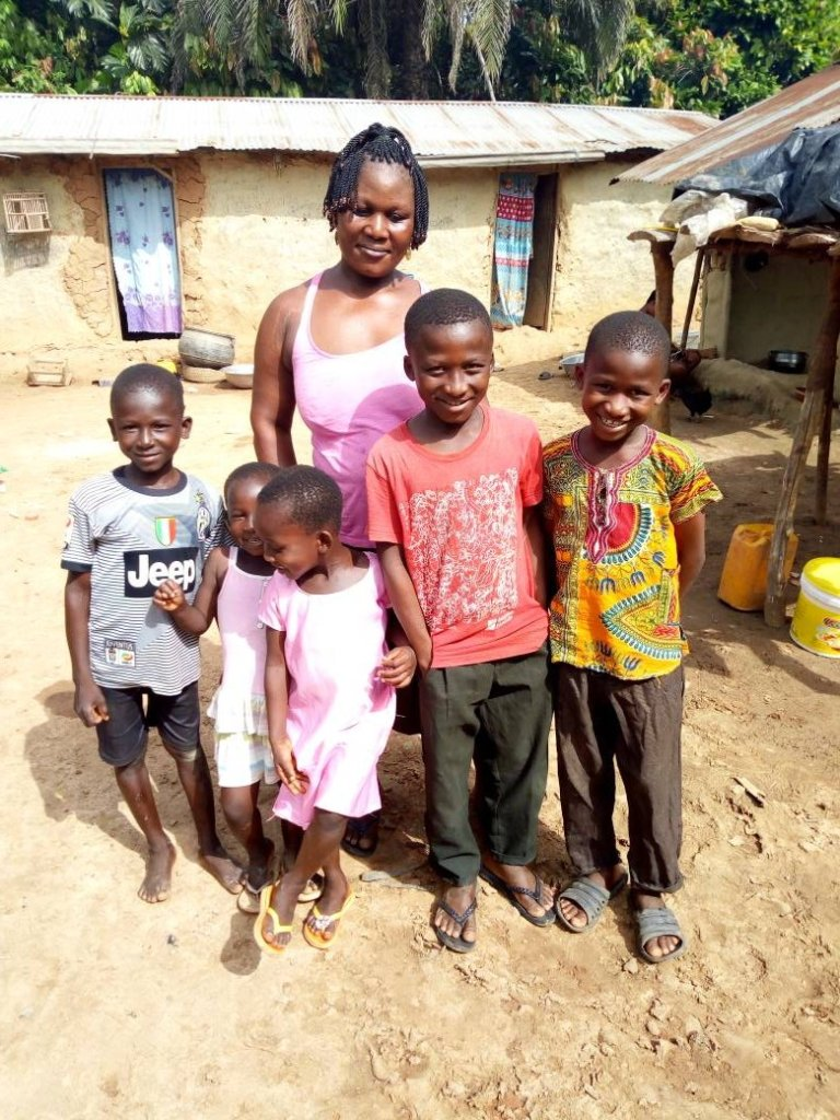 Leticia with her children