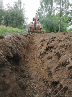 making of the rill for the water pipeline