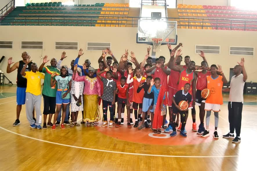 Children with Mali National Basketball Team