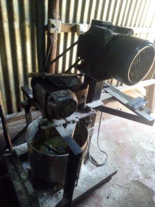 Flour-mixing machine