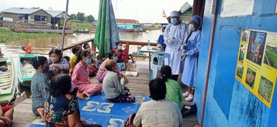 Drs. Sopheak and Phirom provide health education.