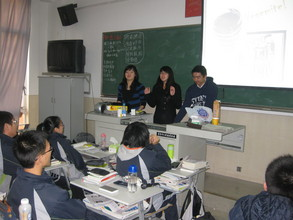 AIESEC Volunteers Present at Shangde Experimental School