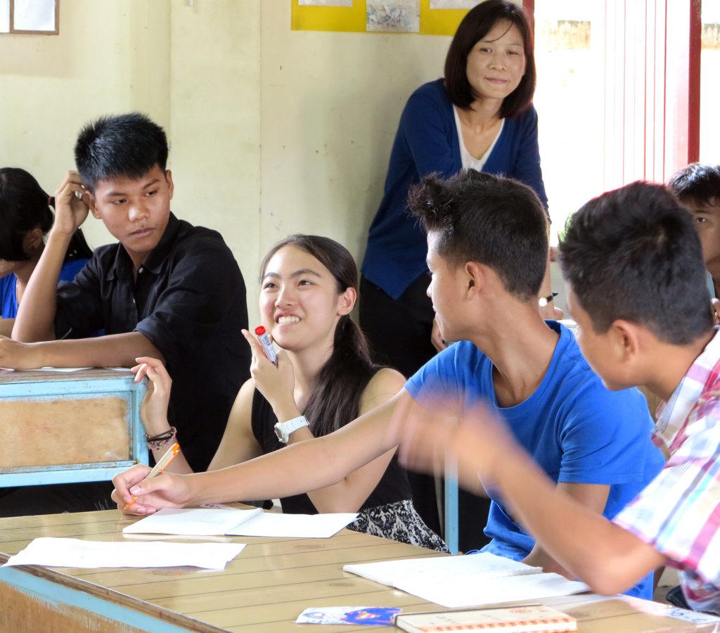 ISAK Volunteers teaching English class