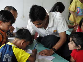 Saya Zaw Zaw teaching his students