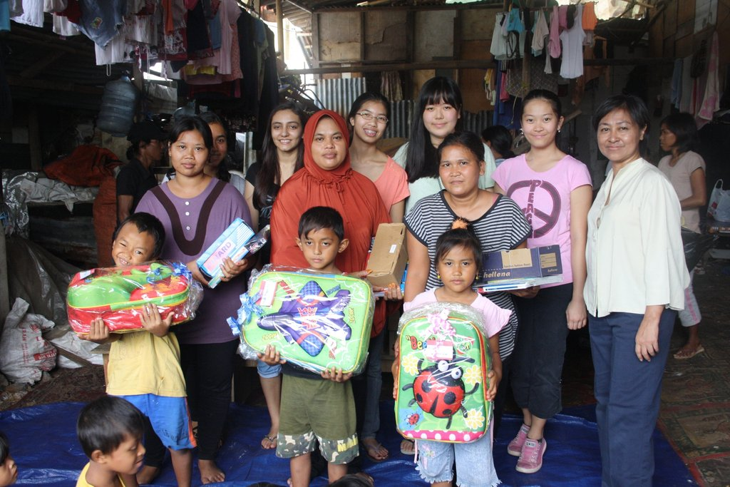 Kids at the Jakarta landfill with school supplies