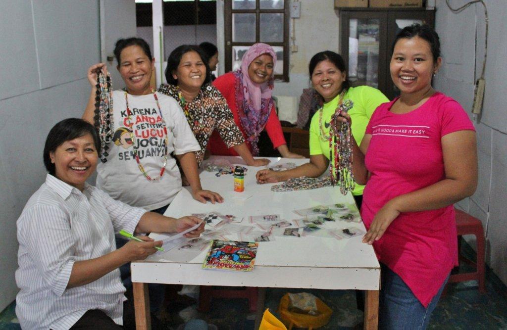 The women of Cirendeu Handicrafts