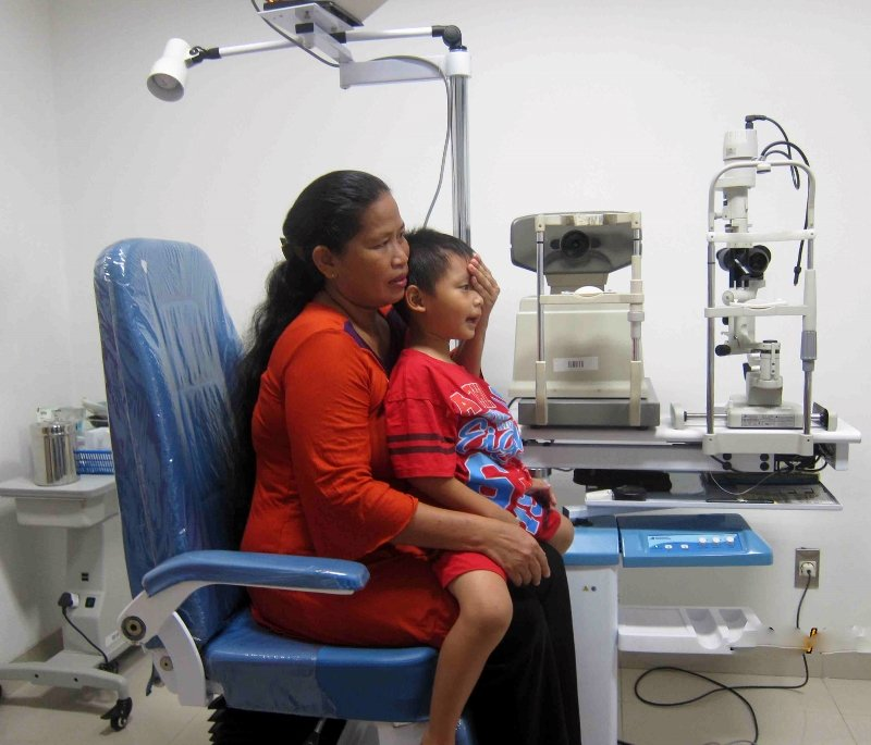 Mother and daughter both get eye exams