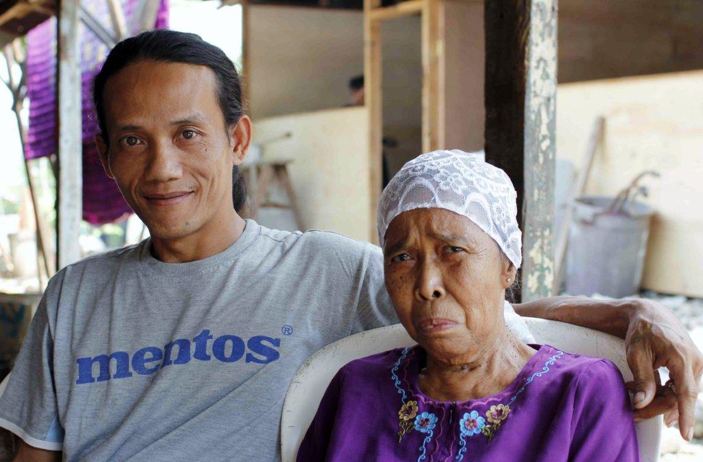 Endi and His Mother, Ibu Salim