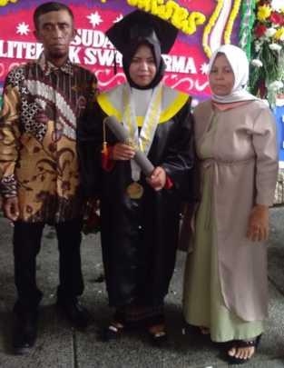 Sari at her Graduation Day with her parents