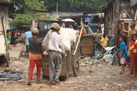 Life of Jakarta's Trach pickers.