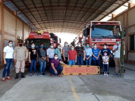 Community Health Volunteers receive training.