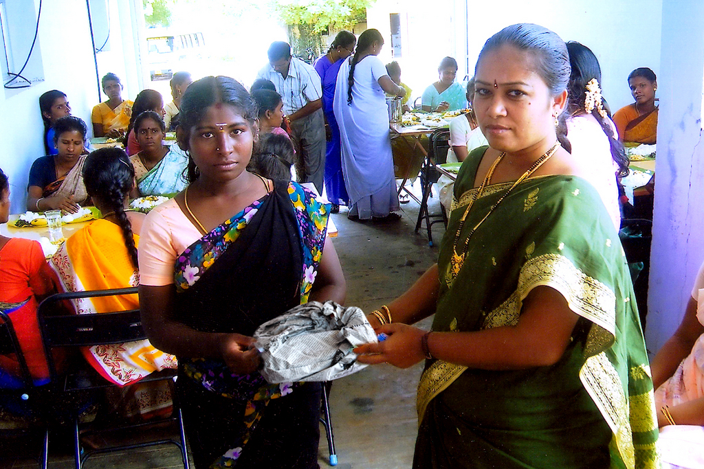 distributation of a pocket of healthy noonmeal