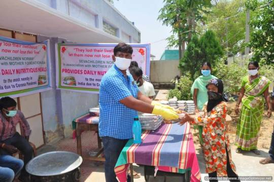 Daily distribution of meals during the covid-19 pa