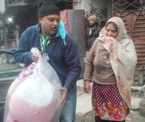 Muwakhat handover blanket and matress to Nabila