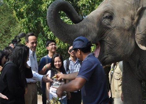 Ambassador and his Youth Council Meet Lucky