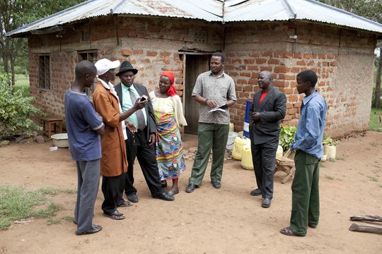 TanzSolar meeting with villagers.