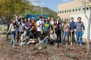 Science students participate in Service Learning